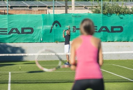 Ospiti del resort giocano a Tennis