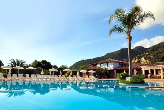 Resort con piscina a Marina di Cardedu