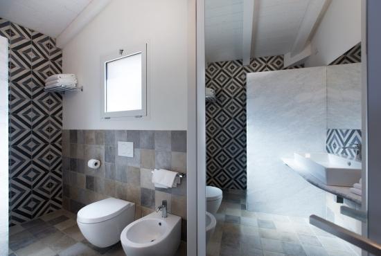 Bathroom of the Prestige Room